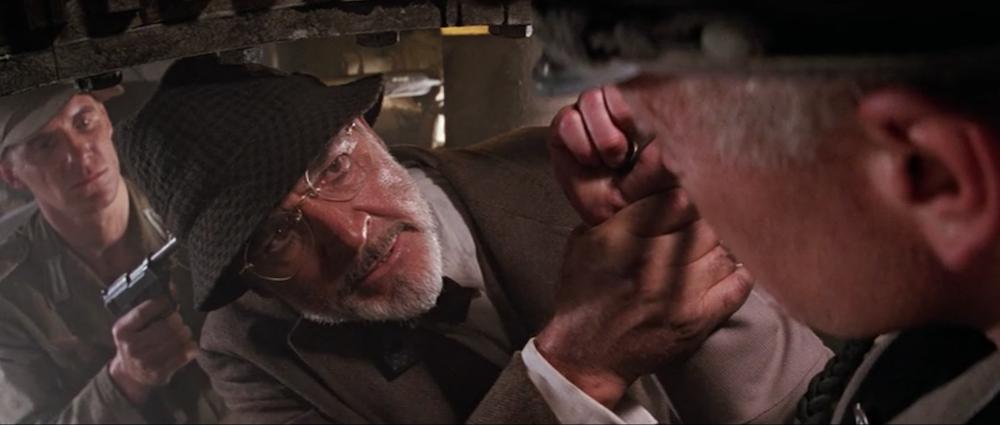 Ο Χένρυ προσβάλλει τον αξιωματικό των Ναζί.