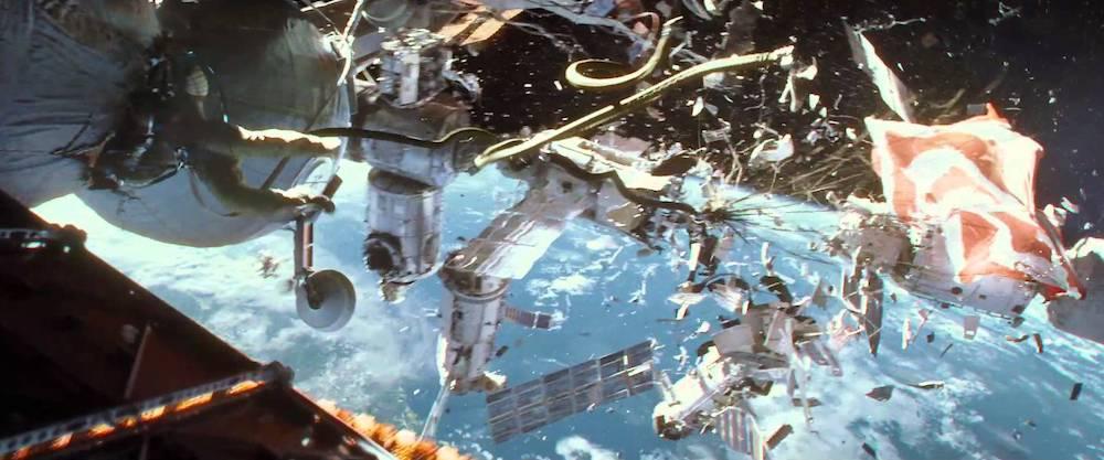 Μετεωρίτες και απομεινάρια που συγκρούονται μοιραία με τους πρωταγωνιστές του Gravity.