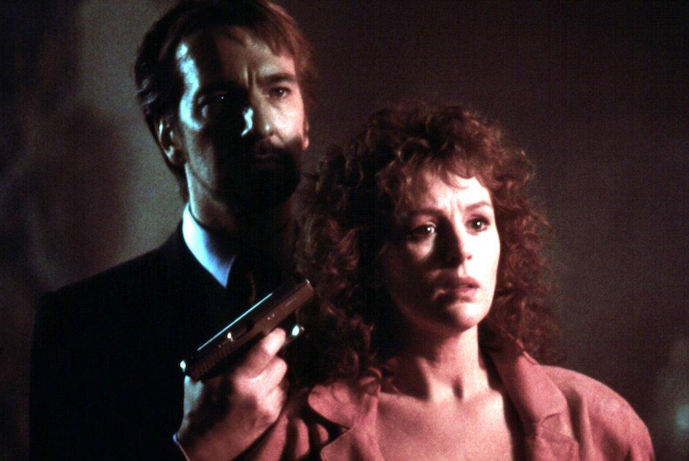 Ο Χανς Γκρούμπερ απειλεί με όπλο τη γυναίκα του ΜακΛέην