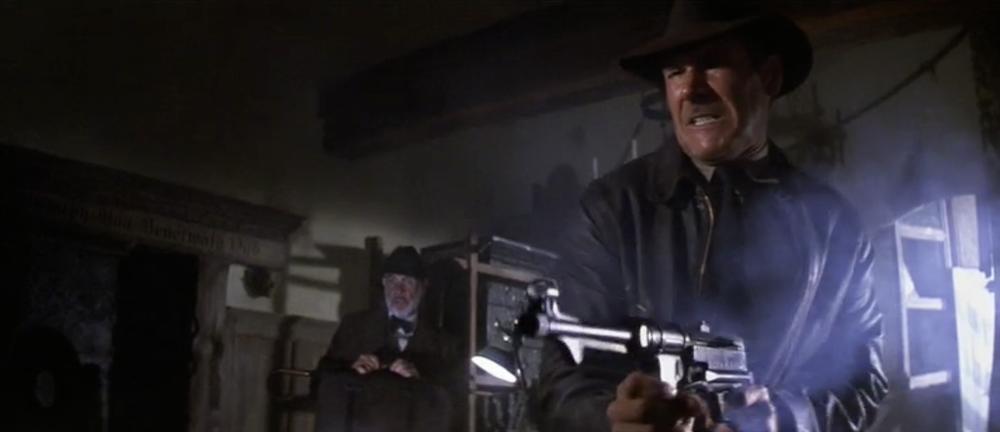 Ο Ίντυ καθαρίζει την περίπολο των SS με ένα πολυβόλο.