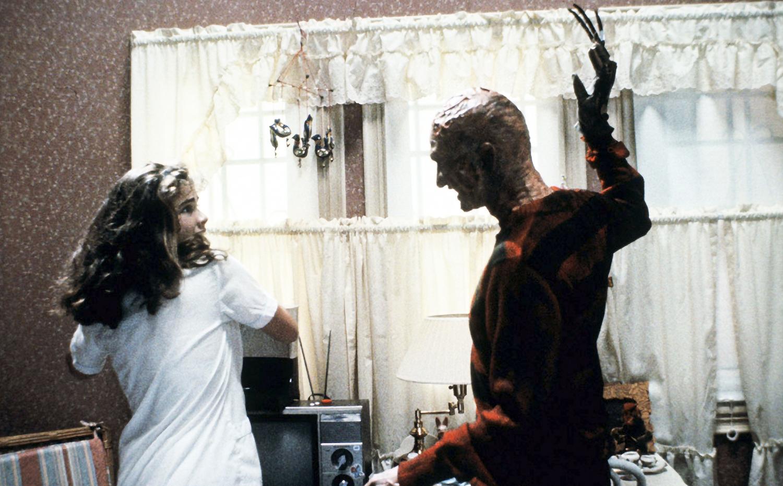 Η Νάνσυ αντιμετωπίζει τον Φρέντυ στο σπίτι της.